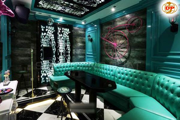 tông màu xanh tím được sử dụng chủ đạo trong những sản phẩm ghế sofa karaoke này, ban thất nó sang trọng và hiện đại chưa.