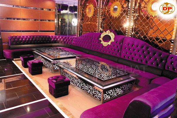 Màu tím là màu chủ đạo trong sản xuất những sản phẩm ghế karaoke này. Không gian thật sự nổi bật với điểm nhấn màu tím