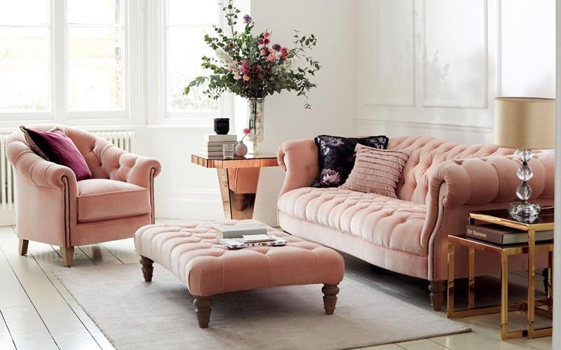 trang trí phòng khách với bình hoa